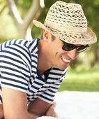 Auch für Männer gilt: Nur mit Hut und gut eingecremt in die Sonne
