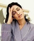 Mögliche Warnsymptome einer Ohnmacht: Blässe, Benommenheit, Schweißausbruch
