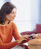 Bequem und einfach: Den Blutdruck am Handgelenk messen