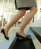 Das Treppensteigen fällt schwerer? Ein mögliches Zeichen für Dermatomyositis