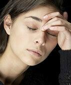 Kopfschmerzen und Übelkeit können erste Hinweise auf eine Botulinum-Vergiftung sein