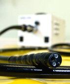 Ein Endoskop für die Koloskopie ist etwa fingerdick
