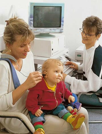 Auch Hörstörungen bei Kindern können eine logopädische Behandlung nötig machen