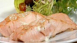 Gemischter Salat mit gebratenem Lachs