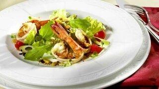 Gemischter Blattsalat mit Scampis