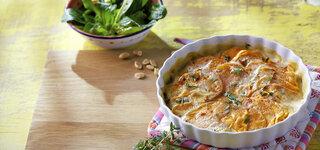 Chili-Süßkartoffel-Gratin mit Feldsalat