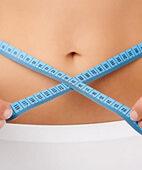 Um das Bauchfett einzuschätzen, hilft eine Messung des Taillenumfangs