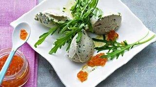 Makrelen-Creme mit Lachskaviar auf Rucola