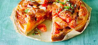 Tomaten-Melonen-Kuchen mit Mozzarella