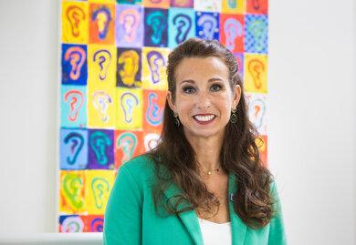 """""""Eine individuelle Beratung ist extrem wichtig"""", sagt Eva Keil-Becker, Hörakustikmeisterin aus Koblenz und Vizepräsidentin der Europäischen Union der Hörakustiker"""