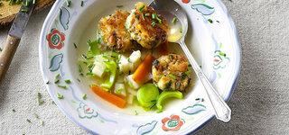 Gemüsesuppe mit Allgäuer Brezen-Knödeln
