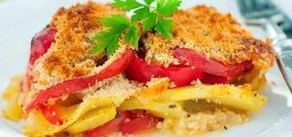 Feta-Gratin mit Tomaten, Paprika und gelber Zucchini