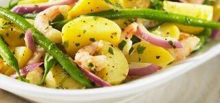Kartoffelpfanne mit grünen Bohnen und Garnelen