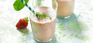 Erdbeer-Lassi mit Sauerampfer