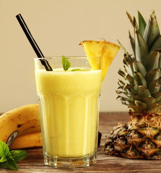 Smoothie aus Bananen und Ananas