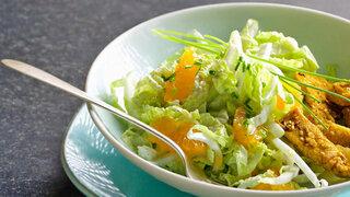 Chinakohl-Salat mit Putenfilet-Streifen