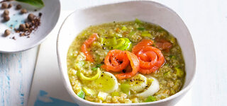 Grünkern-Lauch-Suppe mit Lachs