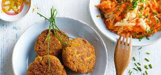Amarant-Bratlinge mit Karotten-Salat