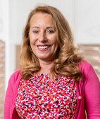 Petra Dembinski, Apothekerin aus Essen, hält die richtige Reinigung und einen guten Sonnenschutz für sehr wichtig, um die Haut jung zu halten