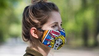Alltagsmaske? Stoffmaske Selbst Genäht Mundschutz Comic Sorry Aufschrift Erschrecken Dutt Profil Frau COVID19