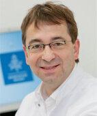 Dr. Andreas Ambrosch ist Facharzt für Virologie und Infektionsepidemiologe