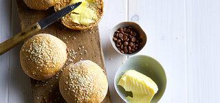 süße Sesambrötchen mit Schokostückchen