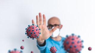 Bundesregierung plant Impfstrategie Wer wird zuerst geimpft Viele Menschen Masken Coronavirus