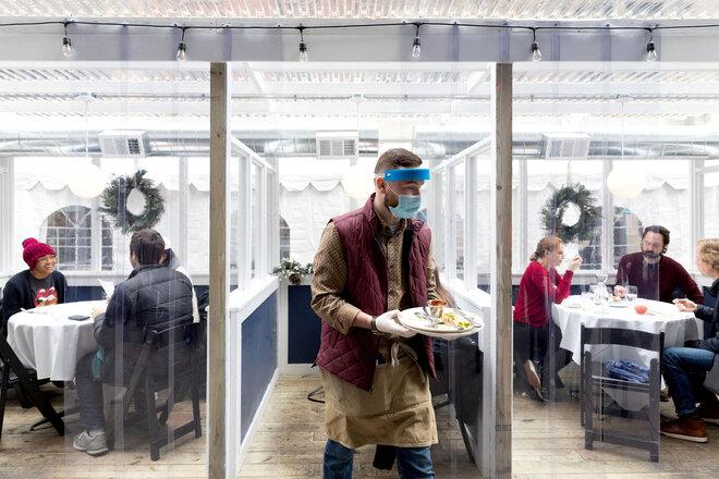 Restaurant mit Plastikkabinen