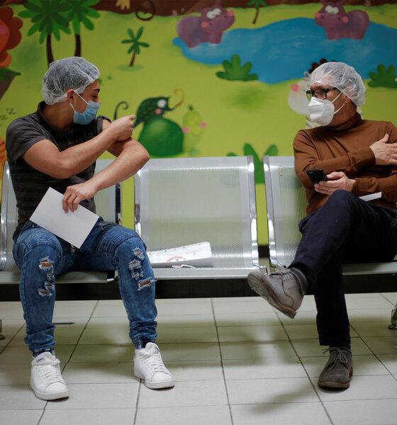 Impfung Gesundheitsarbeiter Corona Gesundheitswesen Pfleger Mexiko Juarez Bank