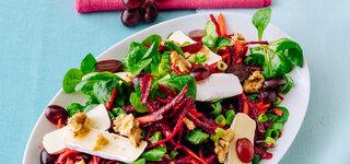Fruchtiger Wintersalat mit Nüssen und Camembert