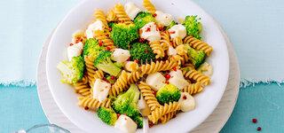 Brokkoli-Spirelli mit Kapern und Mozzarella
