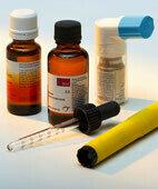 Notfallset: Antihistaminikum, Kortisonpräparat, Adrenalinpen und ein Spray gegen Atemnot