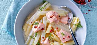 Kohlrabipenne mit Dill und Lachsfilet