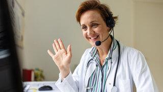 Coronavirus Arztsuche Hausarzt Vertrauen Freundlich Willkommen Videosprechstunde begrüßen