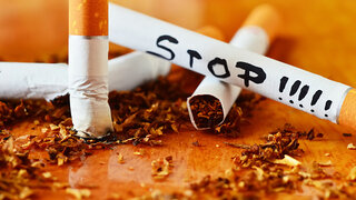 Weltkrebstag Rauchen aufhören Zigaretten Stop Aufschrift Zerdrücken Zerbrochen Ausdrücken