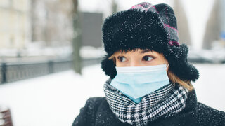 Winter-Effekt: Warum es Corona in der kalten Jahreszeit leichter hat Coronavirus Covid19 Winter Aerosole