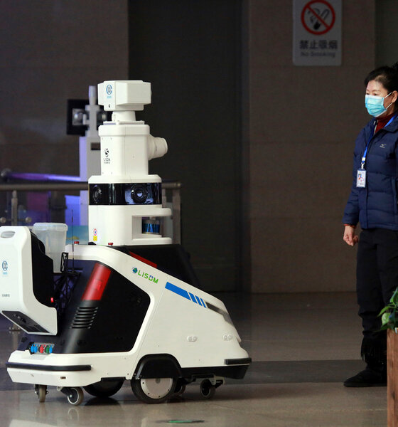 Smart Roboter in einem Bahnhof in Shenyang China