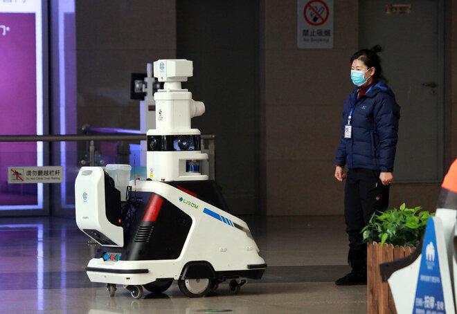 Smart Roboter in einem Bahnhof in Shenyang China