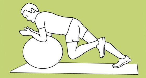 Übung Auf einem Ball abstützen
