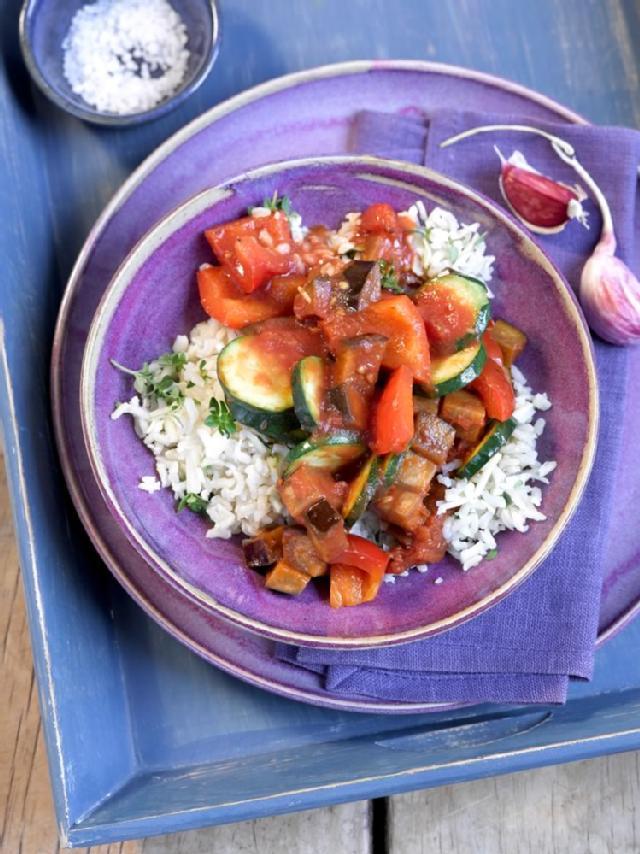 Ratatouille auf Kräuter-Parmesan-Reis