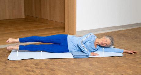 Übung Stärkung der Tiefenmuskulatur Beine heben